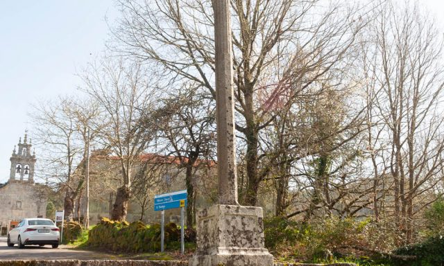 Cruceiro de la Iglesia de Covas